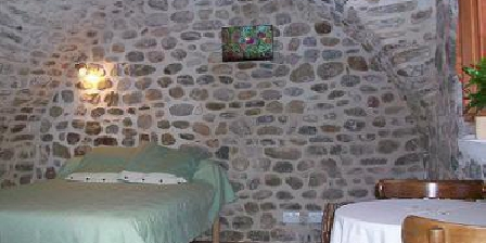 La maison des Arceaux La maison des Arceaux, Chambres d`Hôtes Saint-Sernin (07)
