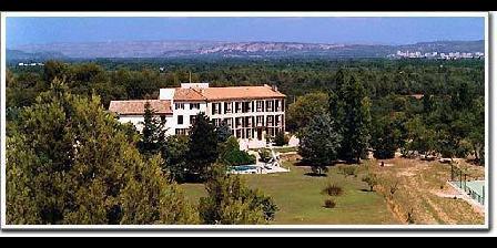 Chateau De Couloubriers Chateau De Couloubriers, Chambres d`Hôtes Grans (13)