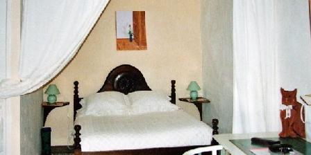 LE MAS DES MOLIÈRES Chambres De Charme Les Molieres, Chambres d`Hôtes Saint Sauveur De Cruzieres (07)