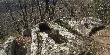 Château de Roquetaillade Sarcophages à Montjaux