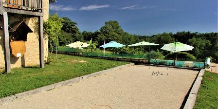 La Grange du Bos Terrain de pétanque et fléchettes.