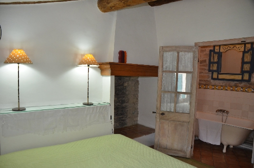 Bed-and-art chambres d'hôtes et apartement dans demeure historique, Chambres d`Hôtes Calvisson (30)