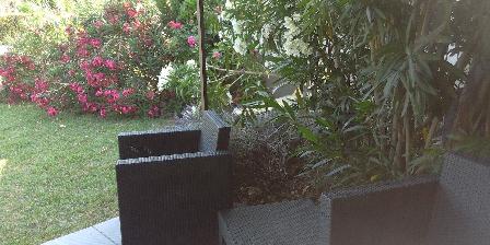 Le Clos de la Cigalière La terrasse du gîte