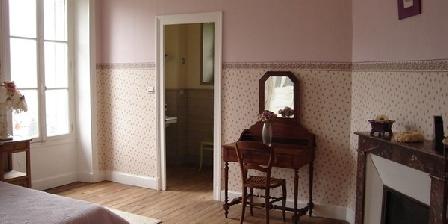 La Maison de Jeanne La Maison de Jeanne, Chambres d`Hôtes Thiézac (15)