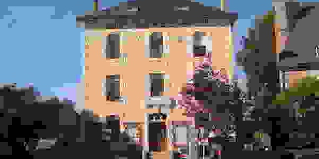 Centre du Bourg de Neuvic Centre du Bourg de Neuvic, Chambres d`Hôtes Neuvic (19)