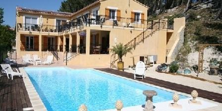 Gite Villa la Pinède > Villa la Pinède, Chambres d`Hôtes Maussane Les Alpilles (13)