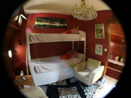 Chambre d'hote Ardennes - La péniche THOR, Chambres d`Hôtes CHARLEVILLE-MEZIERES (08)