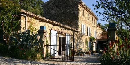 La Fleur Bleue Restaurant & gites la Fleur Bleue, Chambres d`Hôtes Crestet (84)