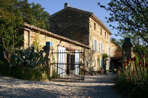 Restaurant & gites la Fleur Bleue, Chambres d`Hôtes Crestet (84)