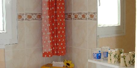 Gîte de Lescurou 8 pers. Cabinet toilette avec douche