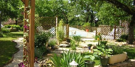 Cottage Gîte de Lescurou 8 pers. > jardin paysagé