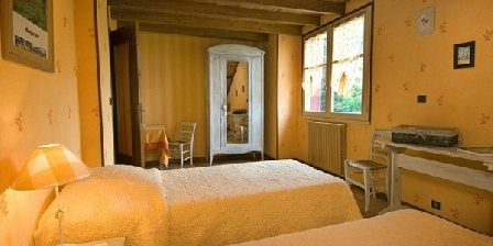 Chambres d' Hôtes Les Genêts Chambres d' Hôtes  Les Genêts, Chambres d`Hôtes Saint-Alban Sur Limagnole (48)