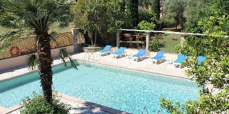 Le Clos des Oliviers La piscine partagée