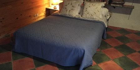 La Maison de Brian et Christiane  Suite chambre Bleue, lit supplémentaire