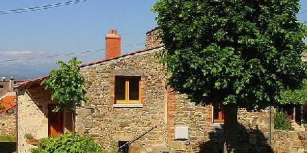 Gîte des Dix Portes  Gîte des dix portes en Auvergne, Chambres d`Hôtes Yronde Et Buron (63)