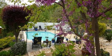Villa de l'Adrech Villa de l'Adrech chambres et roulotte d'hôtes, Chambres d`Hôtes Montagnac-Montpezat (04)