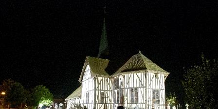Les Clés d'Emeraude Eglise illuminée à pans de bois d'Outines