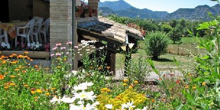 Au Jardin de Flore Au Jardin de Flore, Chambres d`Hôtes Le Brusquet (04)