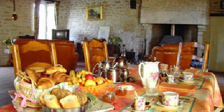 Chambre d'hotes Logis de la Fouchardière > Logis de la Fouchardière, Chambres d`Hôtes Lizant (86)