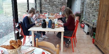 La Croix-Galliot Petits déjeuners dans la véranda en été, la Croix-Galliot (35)