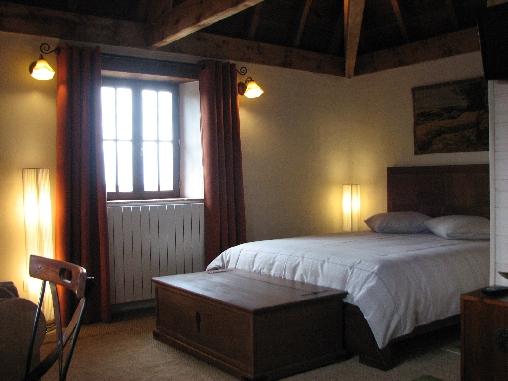Chambre Tourterelle côté lit