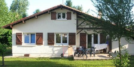 Le Larriou Blanc Les chambres du Larriou Blanc, Chambres d`Hôtes Saint Pierre Du Mont (40)