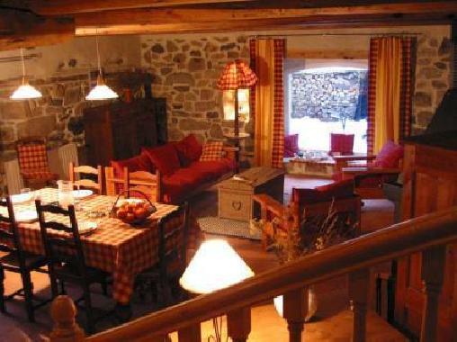 Chambre d'hote Cantal - Gîte de France la Pierre du Loup, Chambres d`Hôtes Saint Jacques Des Blats (15)