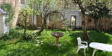 Gîte Adam Bernadette Grande Maison de village. Cravant, Gîtes Cravant (89)