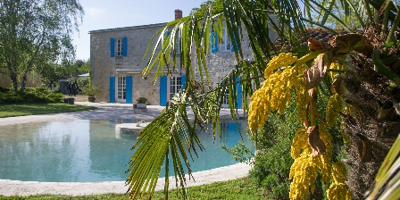 Logis Saint Léonard Infinity pool with swim against the current