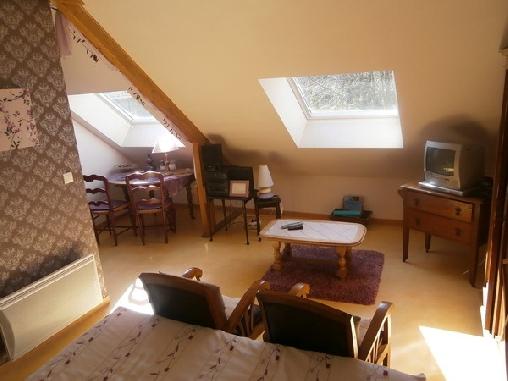 Rose violine ;chambre d'hôtes avec cuisine  (50 euros) et   spa(20 euros pour 2), Chambres d`Hôtes Plélan Le Petit (22)