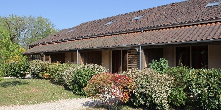 Domaine des Compouzines Outside view of the cottages
