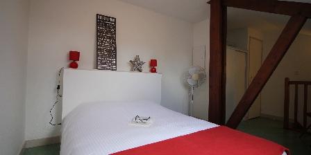 Domaine des Compouzines Double bed on the mezzanine