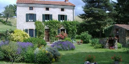 Les Hirondelles Les Hirondelles, Chambres d`Hôtes St Etienne Sur Usson (63)