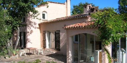 Chambre d'hotes L'Auberg'Inn > L'Auberg'Inn, Chambres d`Hôtes Bagnols En Foret (83)