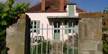 La Maison du Pont La Maison du Pont, Gîtes Guillon (89)