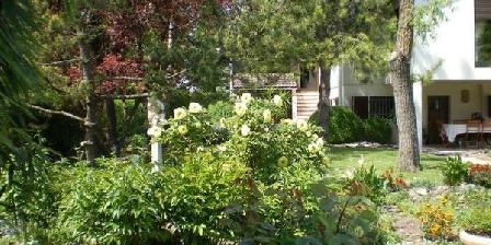 La Fontaine aux Roses La Fontaine aux Roses, Chambres d`Hôtes Saint-Julien (21)