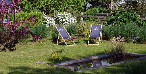 Espace détente dans la jardin de la Bristellerie à Cherbourg