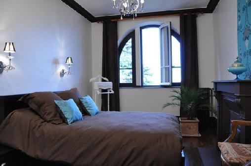 Chambre d'hote Rhône - Villa Castel, Chambres d`Hôtes Crépieux-la-Pape (69)