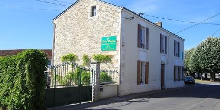 La Jolie Maison  La Jolie Maison Chambres D'hotes, Chambres d`Hôtes Le Langon (85)