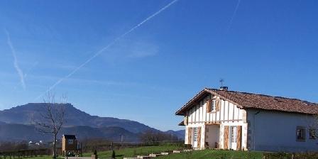 Maison Larrun Bista Maison Larrun Bista, Chambres d`Hôtes Saint Pée Sur Nivelle (64)