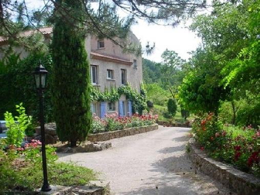 Domaine des Rochers, Chambres d`Hôtes St Etienne De Gourgas (34)