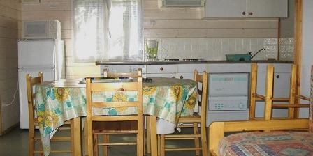 Gîtes Berthou Lucien 02 chalets dans parc résidentiel de loisirs, Chambres d`Hôtes Lissac Sur Couze (19)