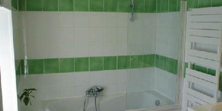 La Fermette  salle de bain, gîte La Fermette Surgères (17)