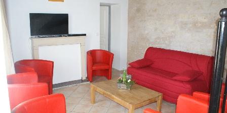 La Fermette Salon télé, canapé-lit, La Fermette Surgères (17)