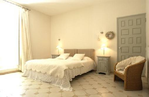 Chambre d'hote Vaucluse - Blanche Fleur, Chambres d`Hôtes Chateauneuf De Gadagne (84)