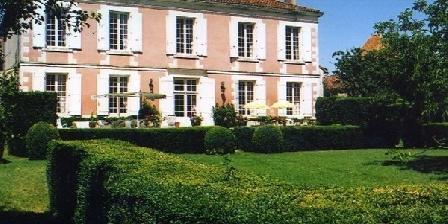 Le Logis Des Tours Le Logis Des Tours, Chambres d`Hôtes Villefagnan (16)