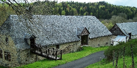 Domaine de La Ribeyre Gite Auvergne La Ribeyre, Gîtes Saint Donat (63)