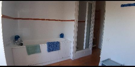 Les Fillattes Les Fillattes, Salle de bain de la chambre d'hôtes: Les Brulonne