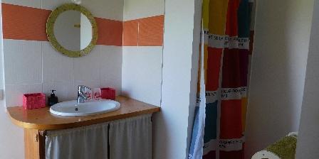 Les Fillattes Les Fillattes, salle d'eau de la chambre d'hôtes: La Chabossière