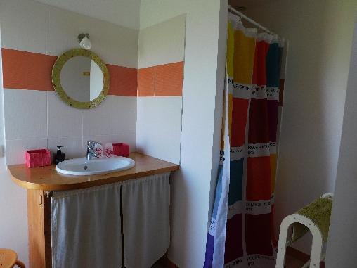 Les Fillattes, salle d'eau de la chambre d'hôtes: La Chabossière